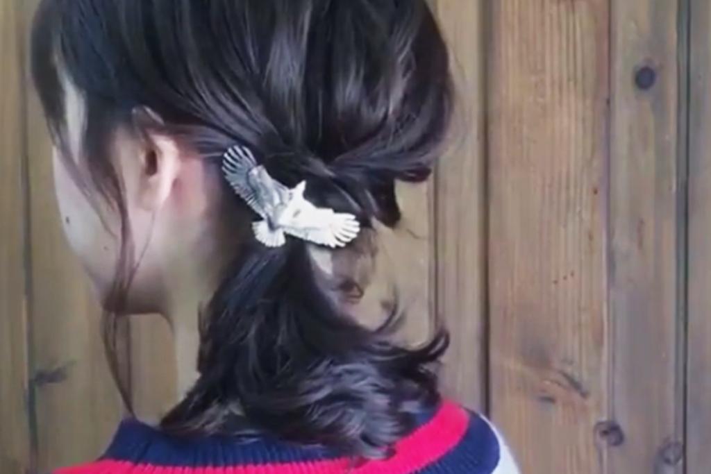 速學日系側馬尾 2條橡筋紮出氣質髮型