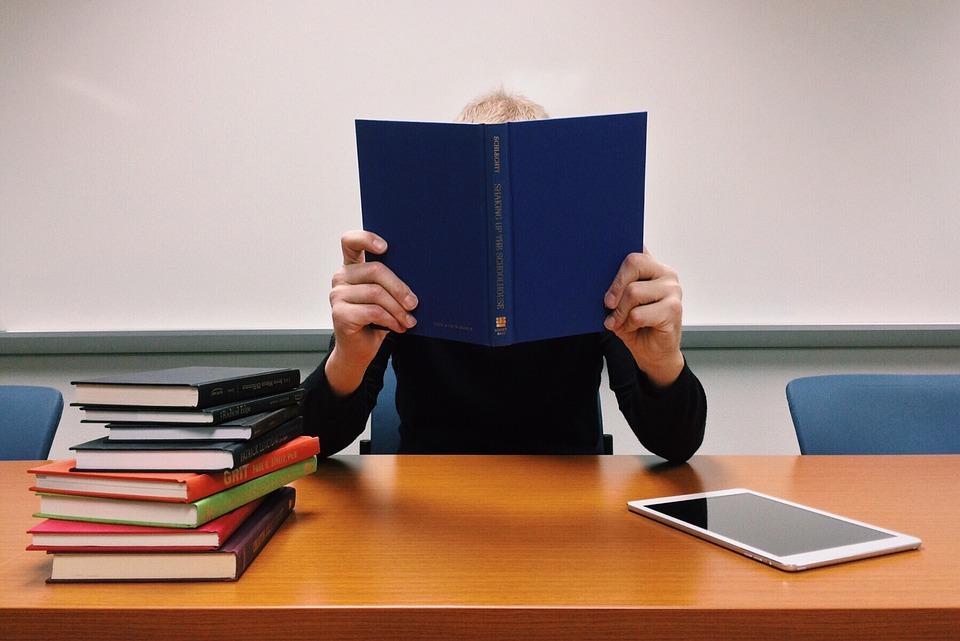 小四兒默書失手家長失控鬧爆 「你死咗我都燒幾個老師同一大疊作業落去比你做」