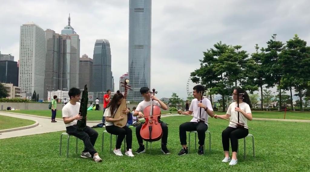 用中西樂演奏流行曲!本地年輕樂團街頭表演傳遞音樂