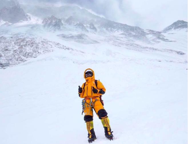 香港女教師攀上世界頂峰 3征珠峰終完7年夢