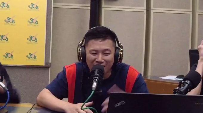 MC Jin回港接受電台訪問 即場Rap足兩段Freestyle