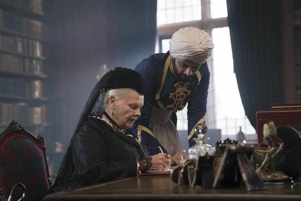 晚年英女王遇上年輕印度侍從  發展友誼無疆界
