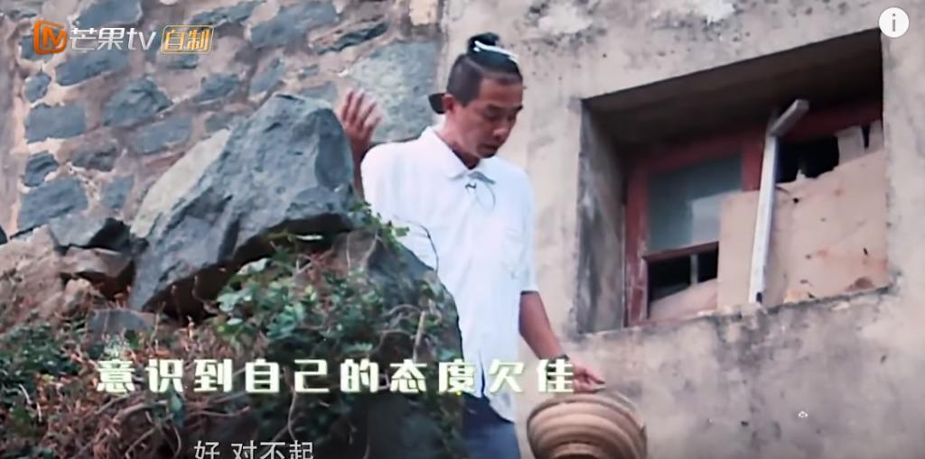 小小春一秒征服火爆老豆   網民大讚:「EQ高」