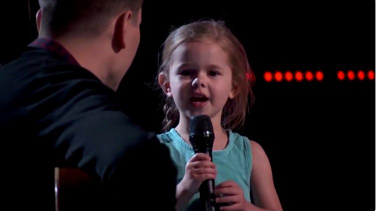 紅爆父女檔上《The Voice》4歲妹妹唱反斗奇兵主題曲迷倒評判