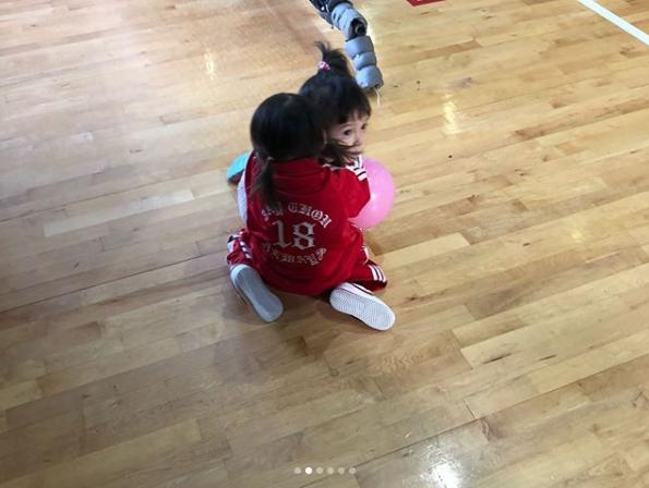 昆凌搞「周杰倫盃」慶生 壽星周董慘被貼屈辱照