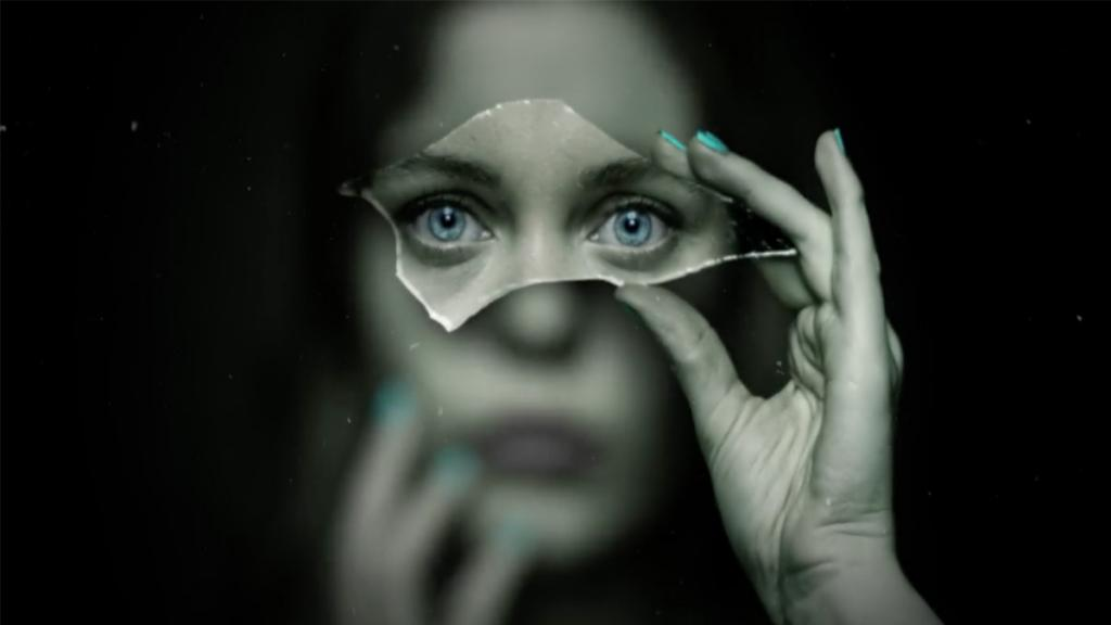 超能力少女主角似「妖后」 Netflix新科幻愛情劇《無辜戀人》