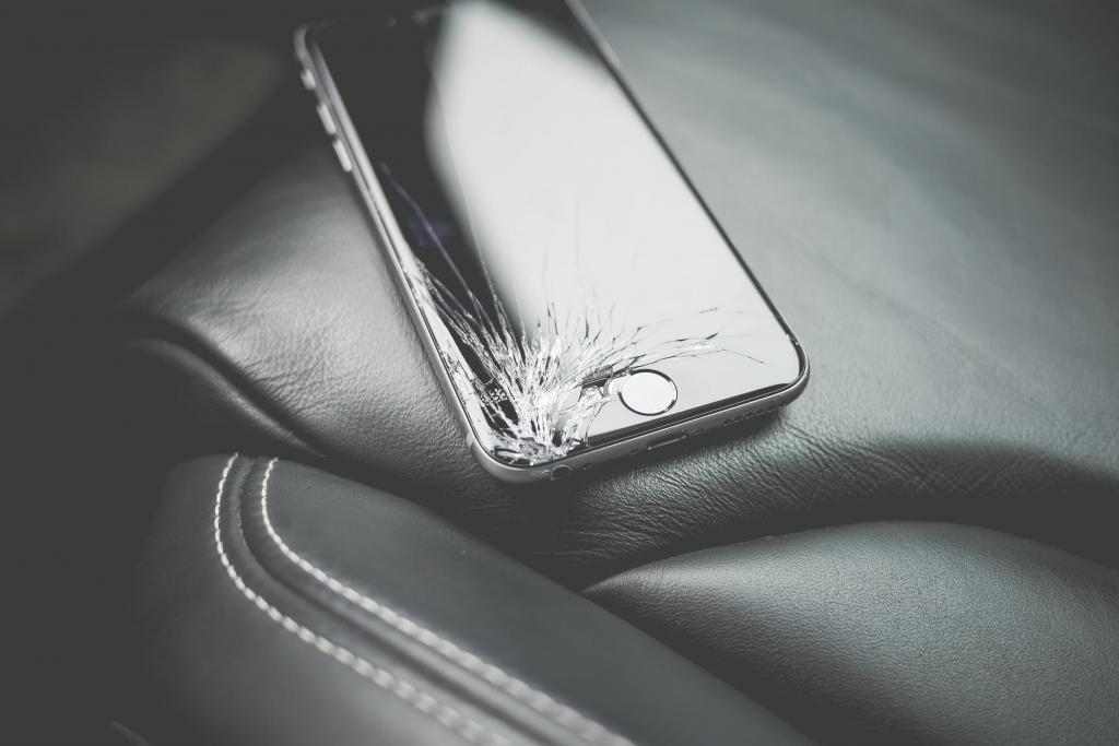 不再怕IPHONE爆MON!? 蘋果擬加強新手機屏幕防撞性