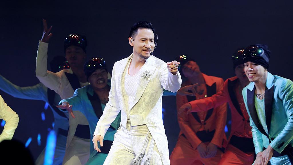 【張學友演唱會】歌神巡唱第219場香港揭幕 57歲張學友靚聲跳唱熱爆紅館