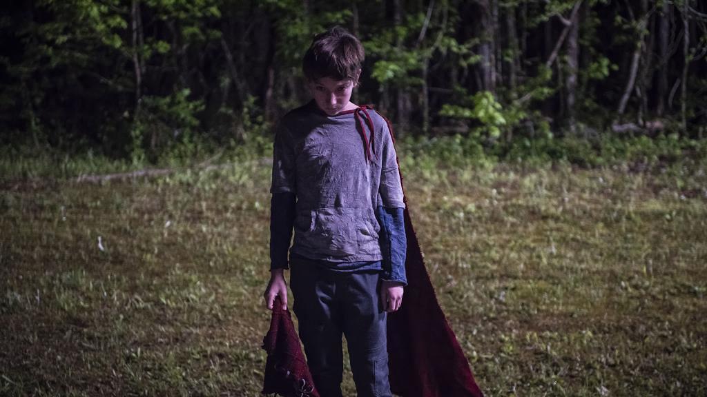 【魔童Brightburn】暗黑驚慄版「超人」!穿斗篷、戴面具魔童降世