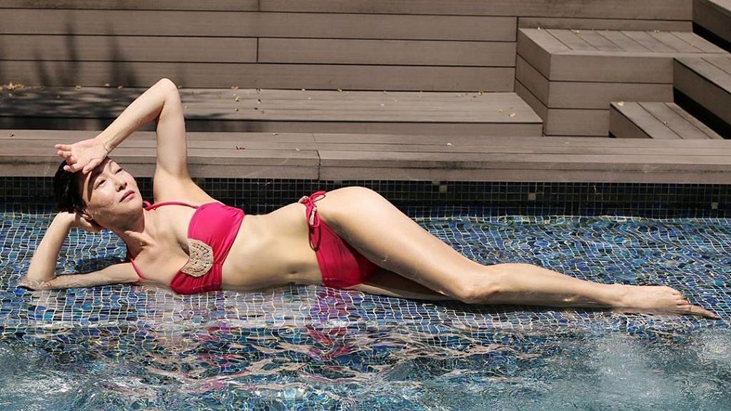 惠英紅奪亞洲電影大獎最佳女配角 兌現承諾公開惹火噴血泳照