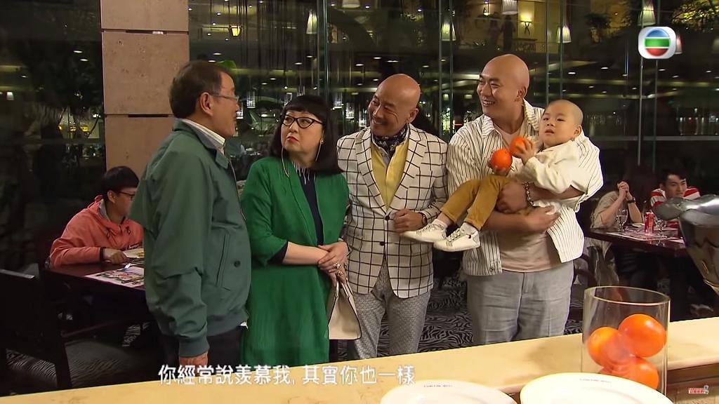 【開心速遞】李嘉亂入《愛回家》做崔Auntie個仔 一家3代男人全光頭喜劇感十足