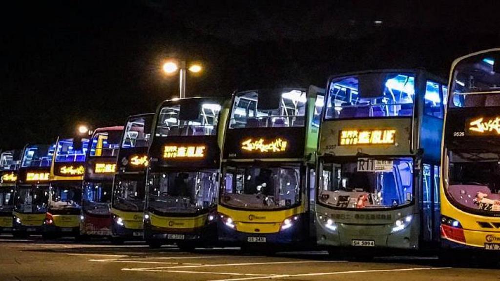 城巴超有心思給五迷浪漫驚喜 為巴士換上五月天限定電牌