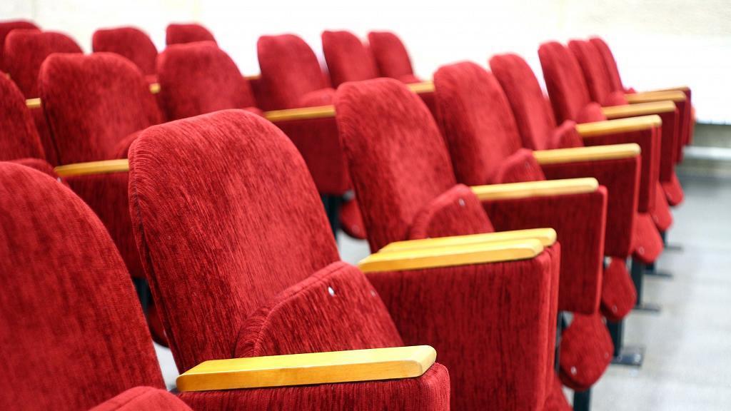 自備凳到戲院堅持買輪椅座位遭職員拒絕 行動方便顧客企硬:唔賣就叫經理出嚟