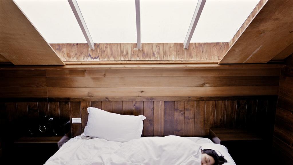 一星期不洗床單等於與細菌大被同眠!連續睡一個月可滋生細菌致淋病/肺炎