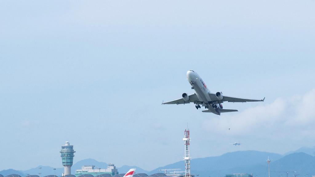 機場逾160航班取消 主要涉及國泰港航  機管局呼籲旅客要先確認航班才出發