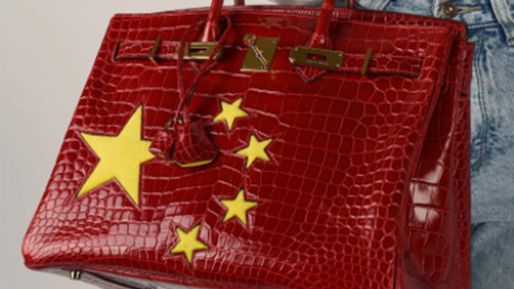 Hermès中國五星紅旗袋索價近百萬 設計引熱議 中港網民各有看法