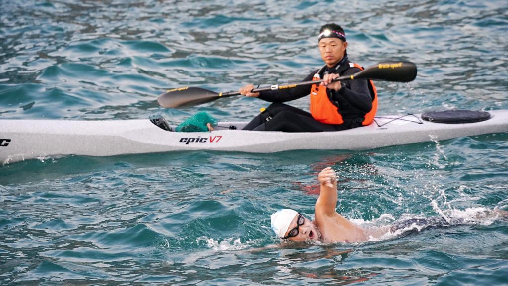 方力申游水再次游出新高度!環香港島游45公里順利完成比原定時間快1.5小時