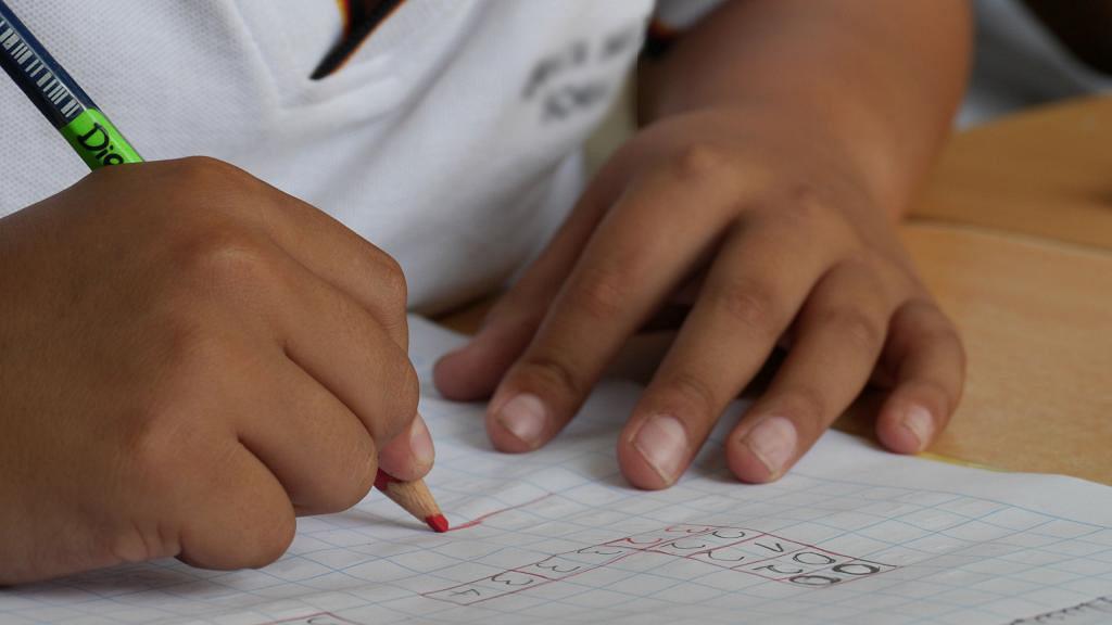 害怕教兒子做功課忍不住發脾氣 爸爸反綁自己雙手半年引起家長共鳴