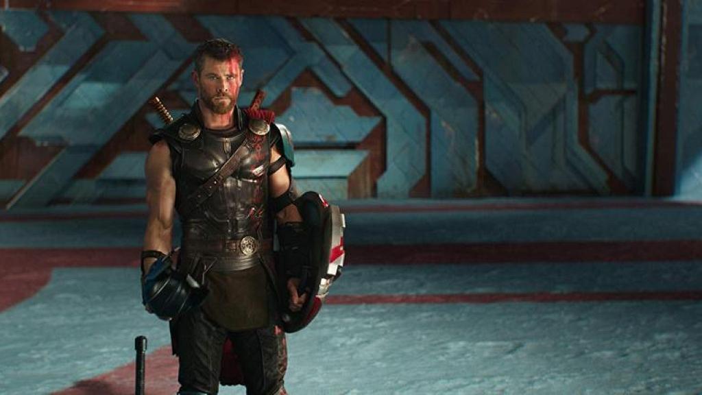 Chris Hemsworth自爆偷帶專屬道具回家 老婆下禁令:唔好再帶雷神之鎚返嚟!