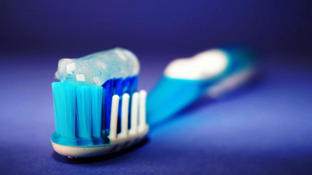 男友全年刷牙少過10次無視伴侶感受 女友難忍口臭網民勸10天不洗頭鬥污糟