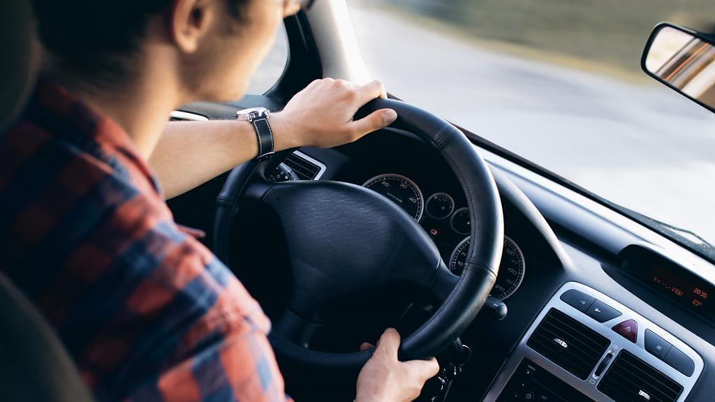 男童上車聞到怪味哮喘發作險送命 一句說話意外踢爆爸爸曾載情婦偷食