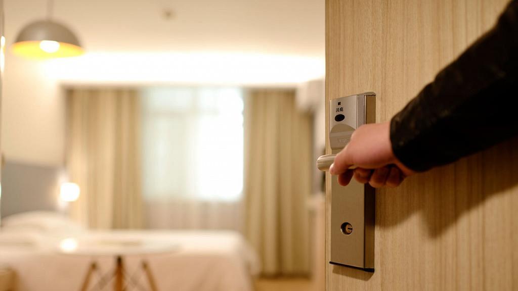 【新冠肺炎】正確使用漂白水消毒家居!家具/地板/浴室/排水口清潔方法