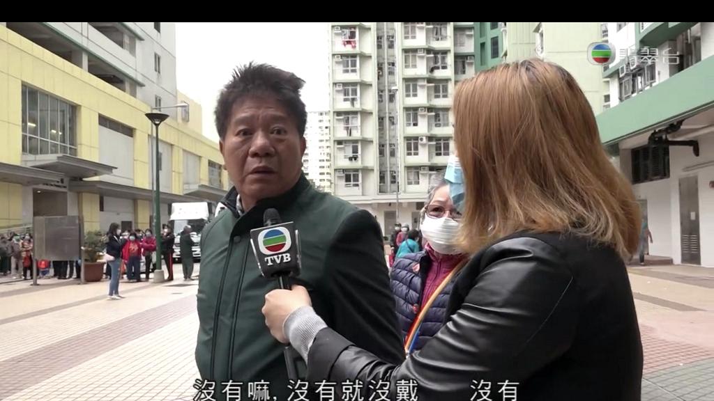 【派口罩】伯伯多次撲口罩不果當眾哽咽 網民感心痛荃灣區議會主席上門送口罩