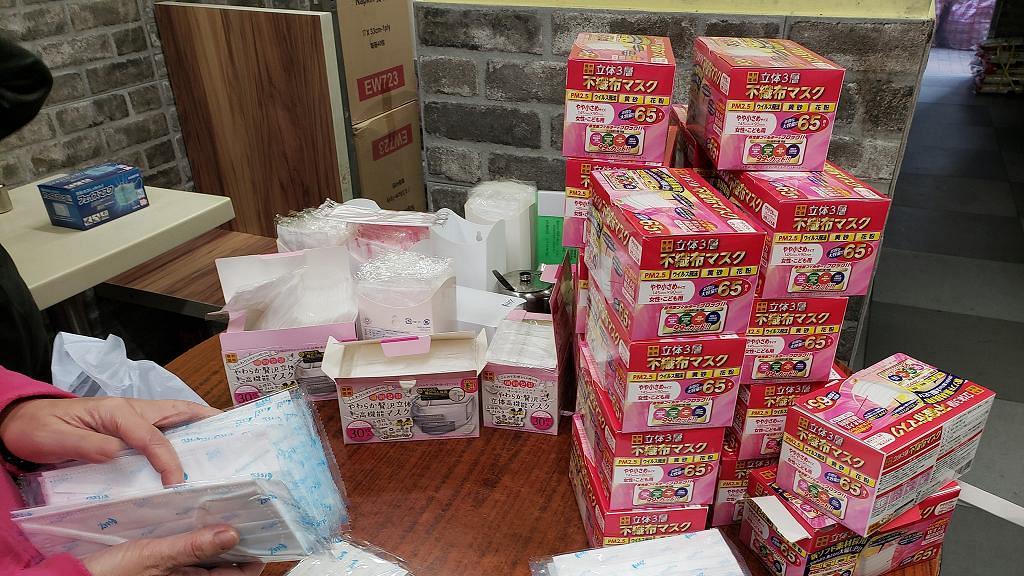 【派口罩】深水埗明哥獲有心人捐1000個口罩 即轉贈獨居長者及露宿者
