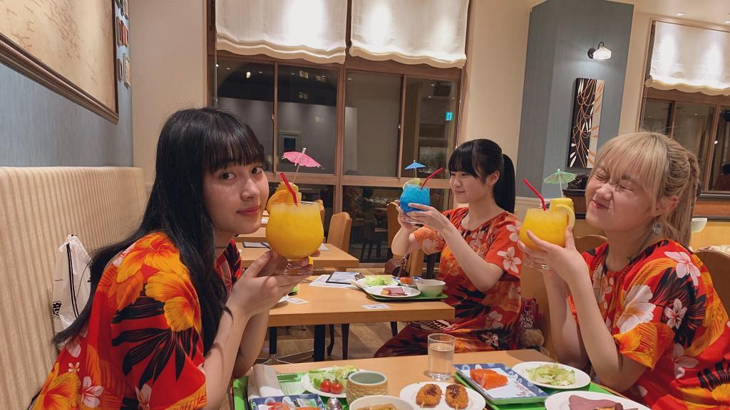 疫情持續致多個偶像活動取消 日本少女組合照搞活動 另類握手方法安慰粉絲