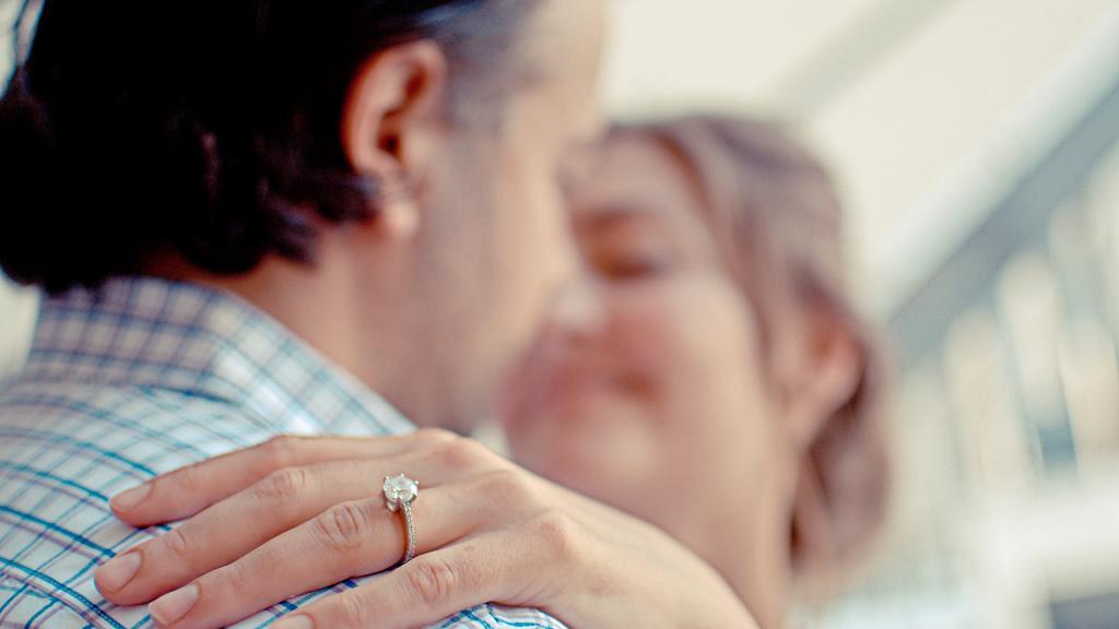 揀求婚戒指有學問精明挑選才不後悔 5個男生買鑽石戒指的注意事項