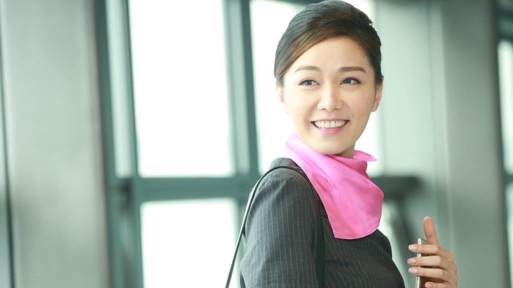 【機場特警】湯洛雯以空姐LOOK拍劇獲讚!15位女藝人空姐造型大比拼