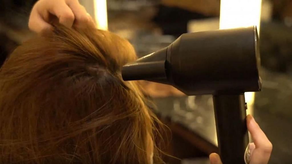 出門前5分鐘急救黏笠頭髮!星級髮型師分享3招對抗油頭