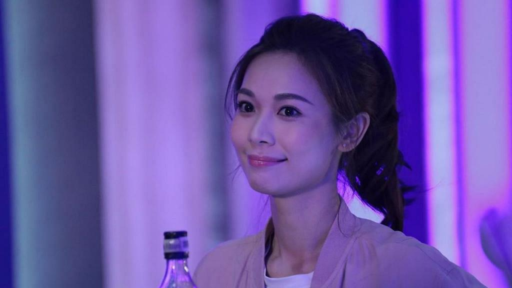 TVB門外再有橫額控訴楊秀惠是老千!Vivien深夜發表聲明:請不要把我拖下水