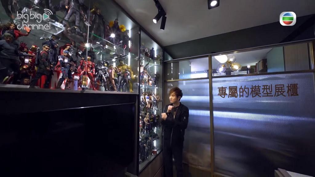 287呎細單位擴大廚房冇位放梳化 巨型玻璃櫃放屋主心愛模型網民嫌有壓迫感