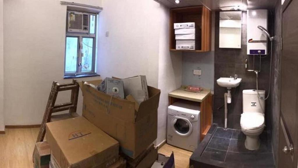 尖沙咀劏房月租$6500 開放式廁所隔離就係煮食檯 要爬梯先開到雪櫃