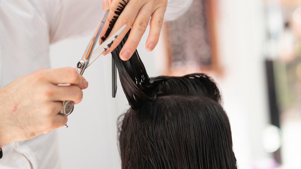 【新冠肺炎】美國2名髮型師病發後繼續開工 研究揭1個原因139名客人冇中招
