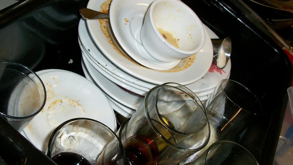 飯後碗碟浸水唔洗或可致食物中毒!研究揭細菌急增10小時增48萬倍