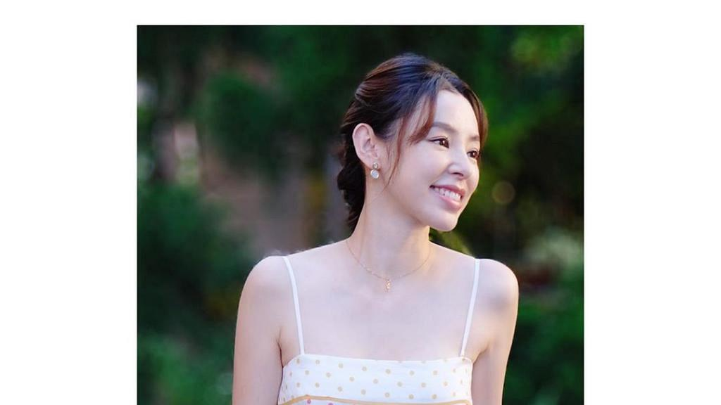 38歲譚凱琪懷孕得天獨厚零水腫 雖已為孕婦肚凸凸仍充滿少女味