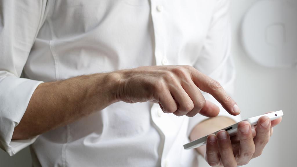 【新冠肺炎】澳洲研究:新冠病毒可於手機屏幕/鈔票存活28日 病毒生命力頑強恐增傳播風險