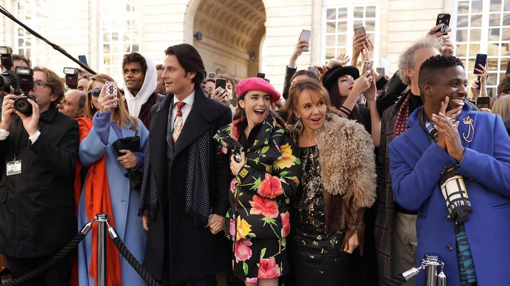 【Emily in Paris】女主角Emily年齡設定惹爭議 Lily Collins稱只得22歲被網友插爆
