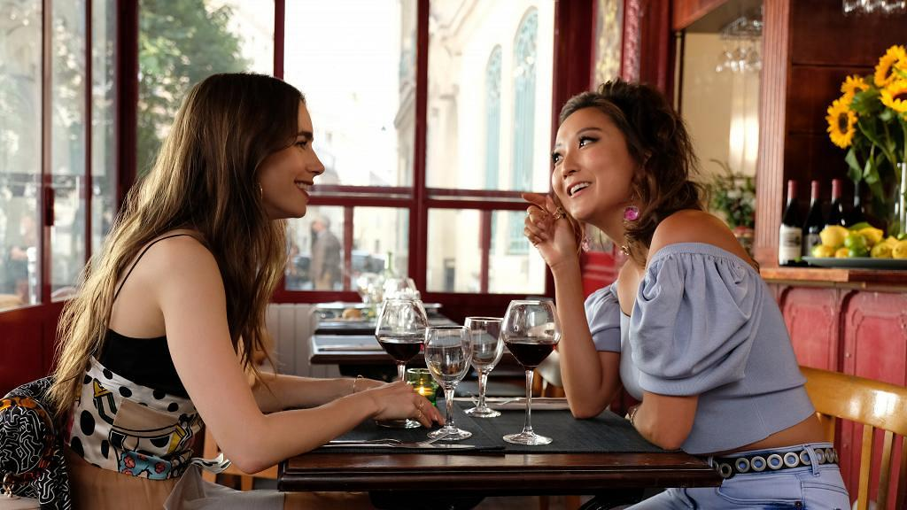 【艾蜜莉在巴黎】Emily好閨蜜90後女星Ashley Park大起底 現實中一樣唱得、傳與靚仔廚師撻着
