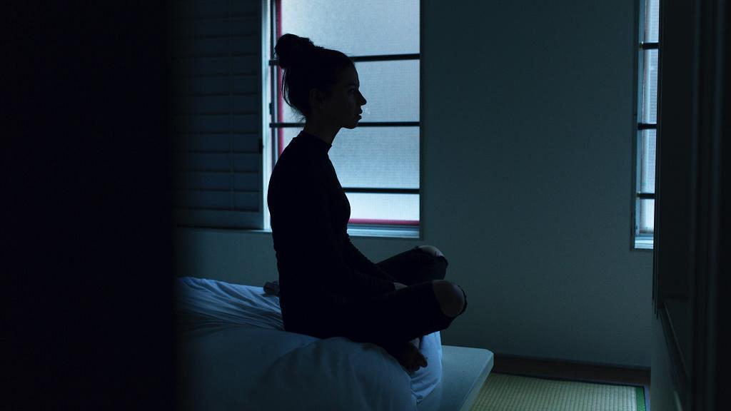 哥哥裸辭每日打機瞓覺 未來大嫂過夜要3人屈一間房 港女崩潰患抑鬱:每日都要忍住道火