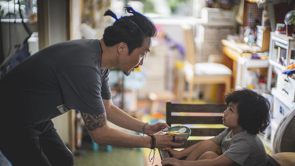 【暖男爸爸】鄭中基相隔18年再拍劇演單親慈父 氹小演員有秘技靠玩捉迷藏拉近距離