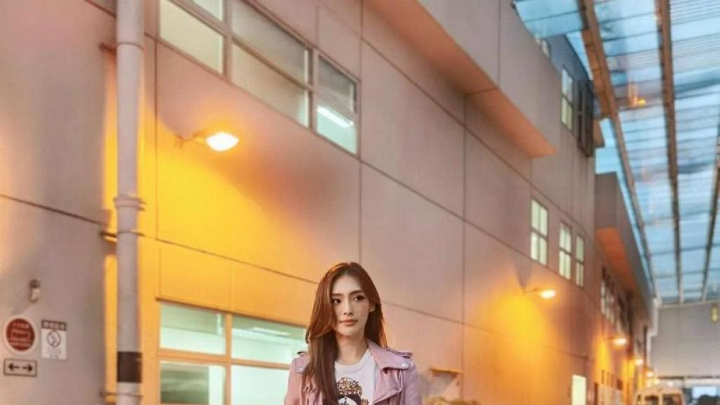 港姐亞軍陳楨怡身高175cm大曬修長身型 同一拍攝角度撼羸168cm孫慧雪 網民:超模身材