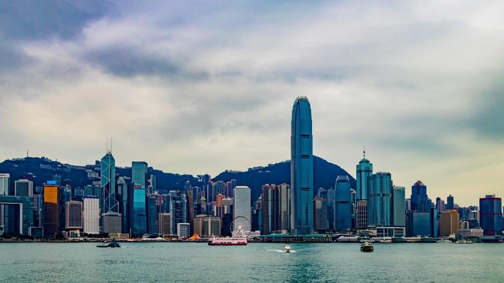 天文台料颱風環高周末進入本港800公里範圍 預料週末風勢較大多雲有雨