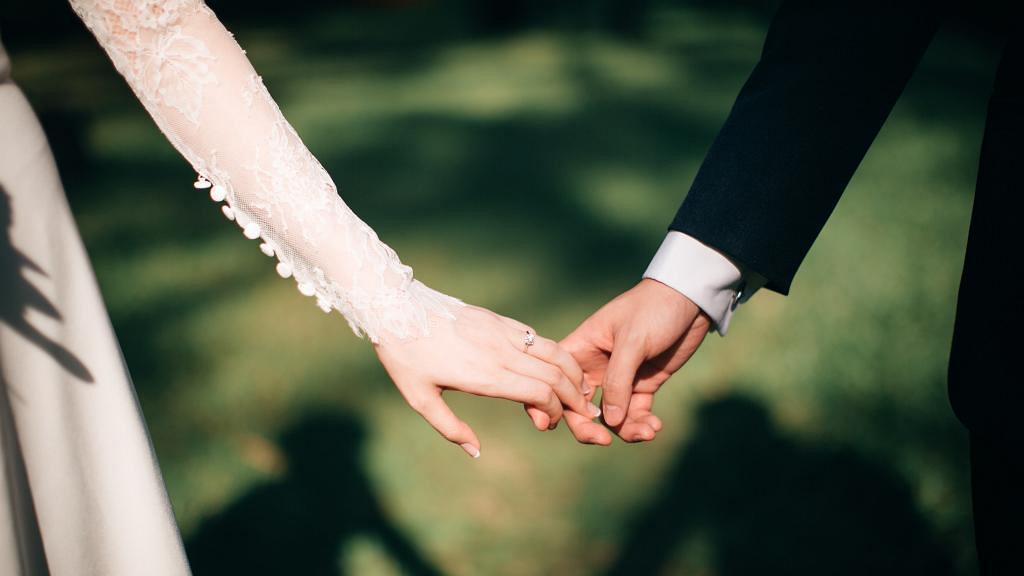 婚後發現妻子肚上有離奇疤痕揭發神秘真相 人夫無法接受即離婚逼老婆退還18萬禮金