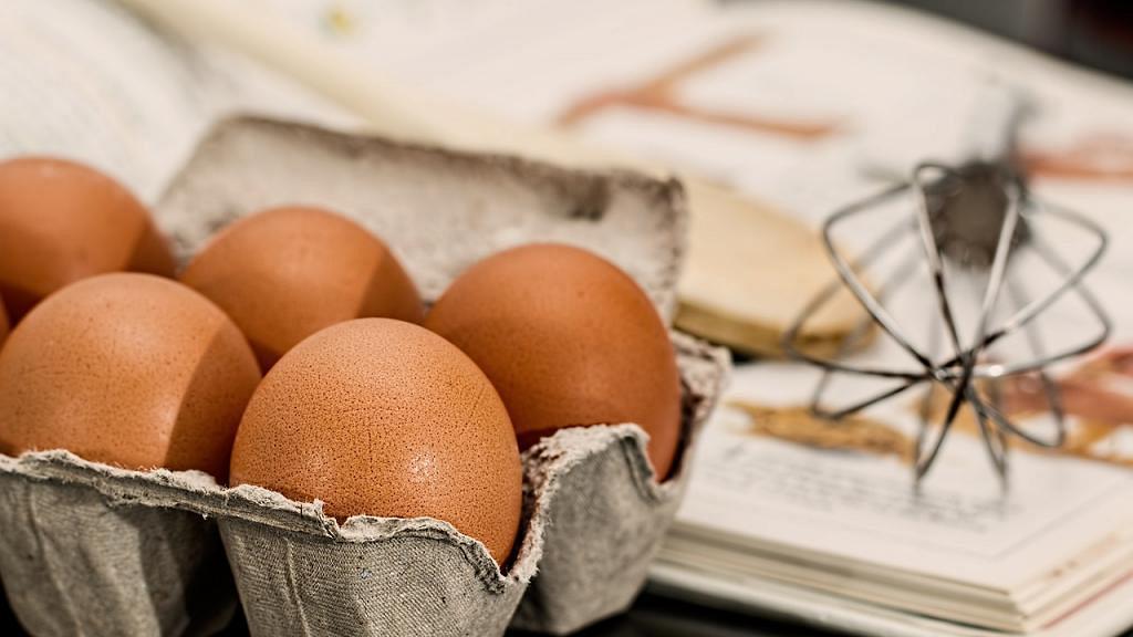 【食用安全】到底雞蛋煮前需要清洗嗎? 食安中心:整濕雞蛋可能有利蛋殼上微生物滲入蛋內