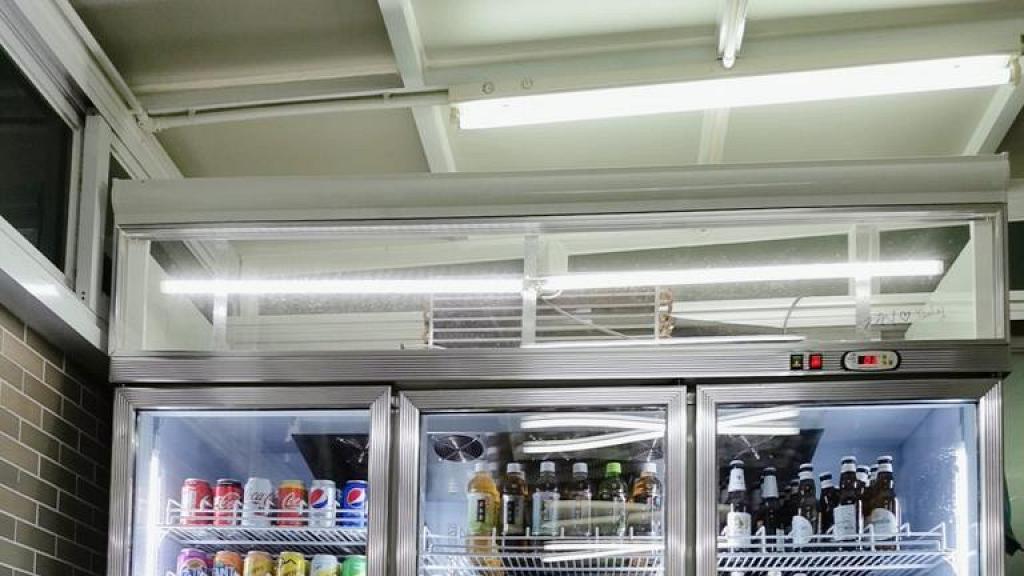 淘寶購入便利店式巨型雪櫃擺家中 網民勁羨慕:究竟間屋有幾大先做到