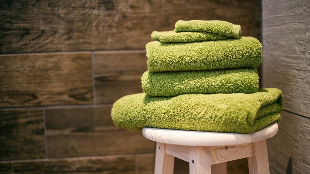 潮濕天唔換浴巾易生霉菌勁污糟  2星期唔洗已含菌量爆標 抹到暗瘡或傷口易感染皮膚病或發炎