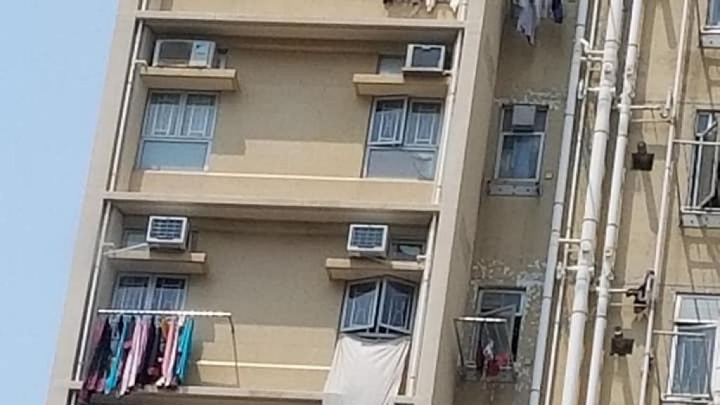 樓上自私住戶晾床單被單遮晒樓下個窗!網民諗計反擊無品鄰居:痴香口膠